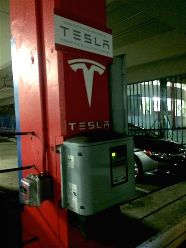 01 Tesla Dadeland - Charger_.JPG