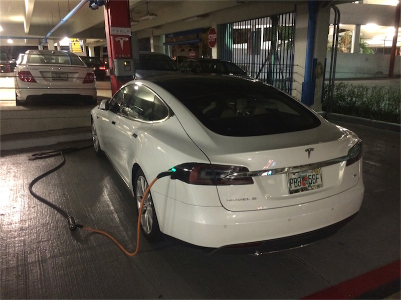 02 Tesla Dadeland - Tesla model S 60 - charging_.JPG