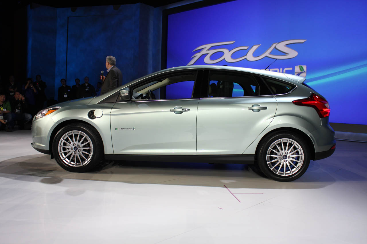 05-ford-focus-electric-ces-live-1294410720.jpg