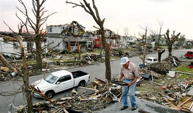 110615_joplin-tornado.grid-8x2.jpg