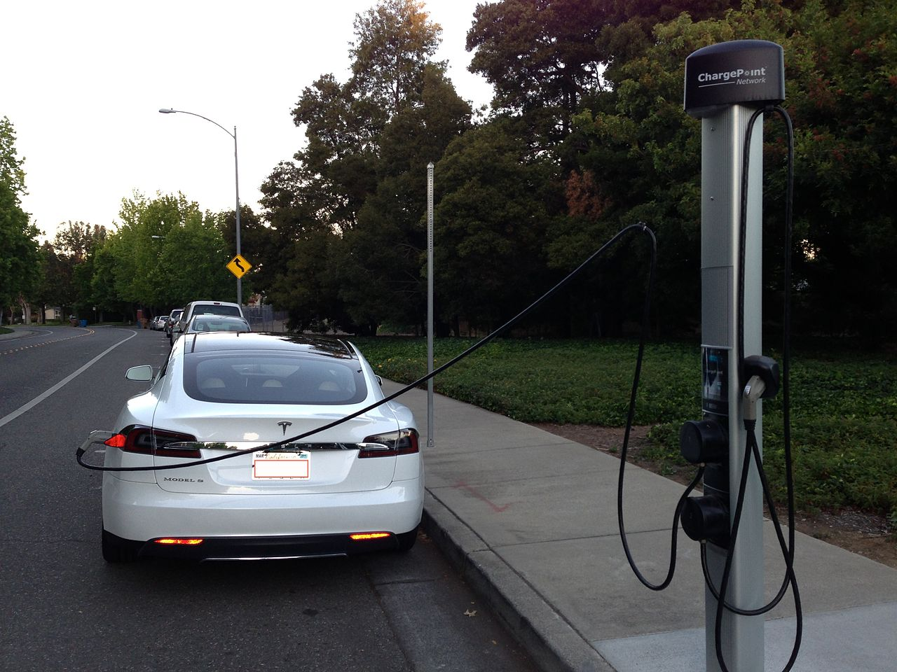 1280px-Tesla_Model_S_being_Charged_at_a_ChargePoint..JPG