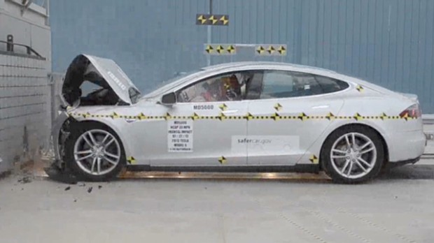130808135135-pf-wheels-tesla-model-s-crash-test-00002101-620x348.jpg