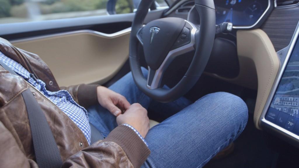151014195530-tesla-driverless-1-1024x576.jpg