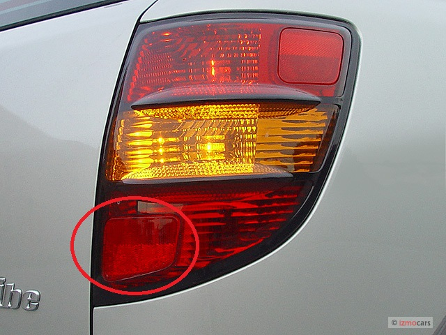 2003-pontiac-vibe-4-door-hb-tail-light_100289800_m.jpg