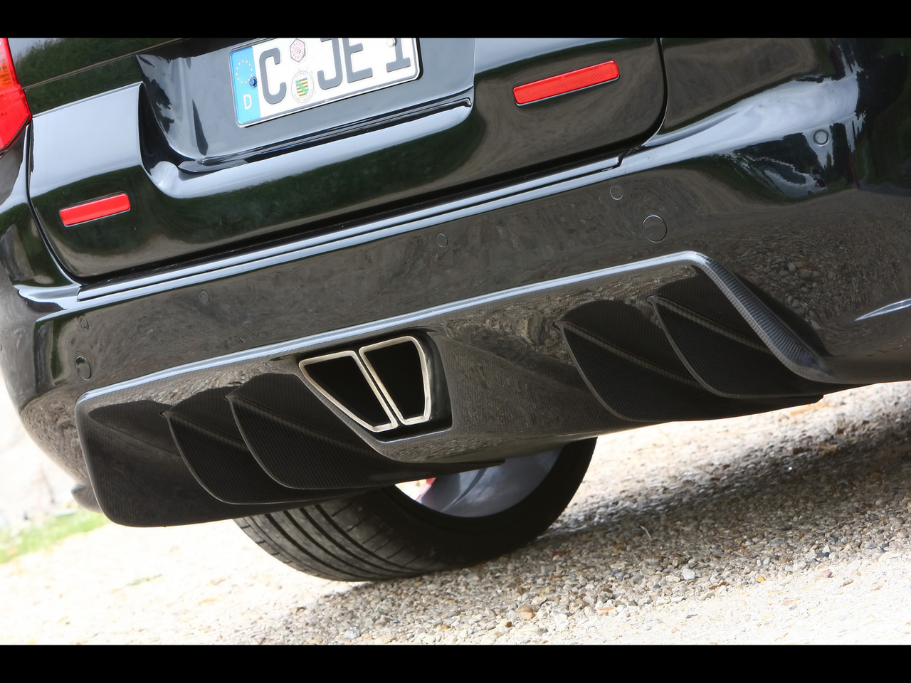 2010-Enco-Gladiator-700-Porsche-Cayenne-GT-Biturbo-Rear-Diffuser-1280x960.jpg