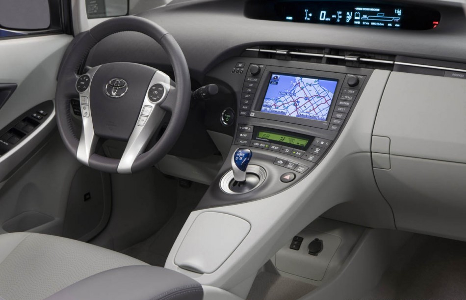 2010-toyota-prius-hybrid.jpg