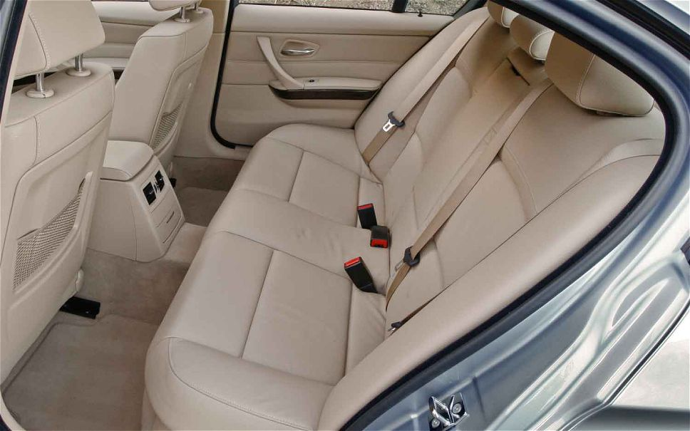 2011-bmw-328i-backseat.jpg