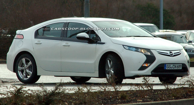 2011-Opel-Vauxhall-Ampera-EV-00002.jpg