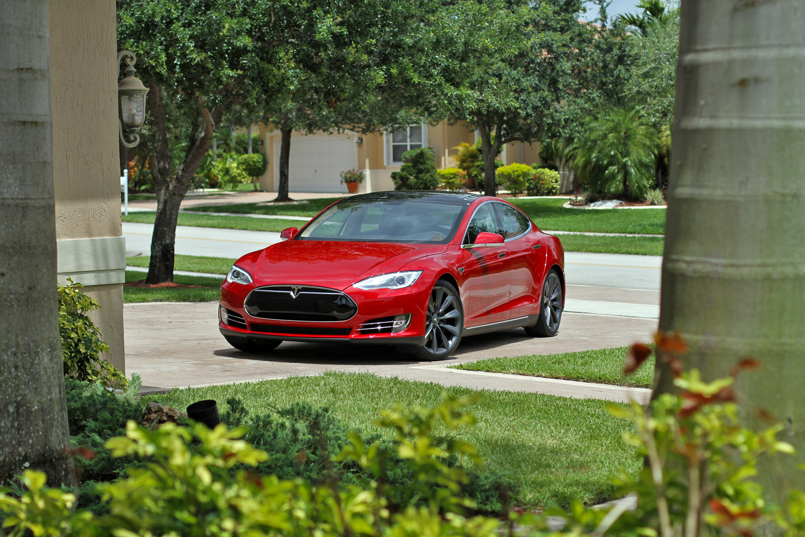 2013-tesla-model-s-p85-multi-coat-red-001.jpg
