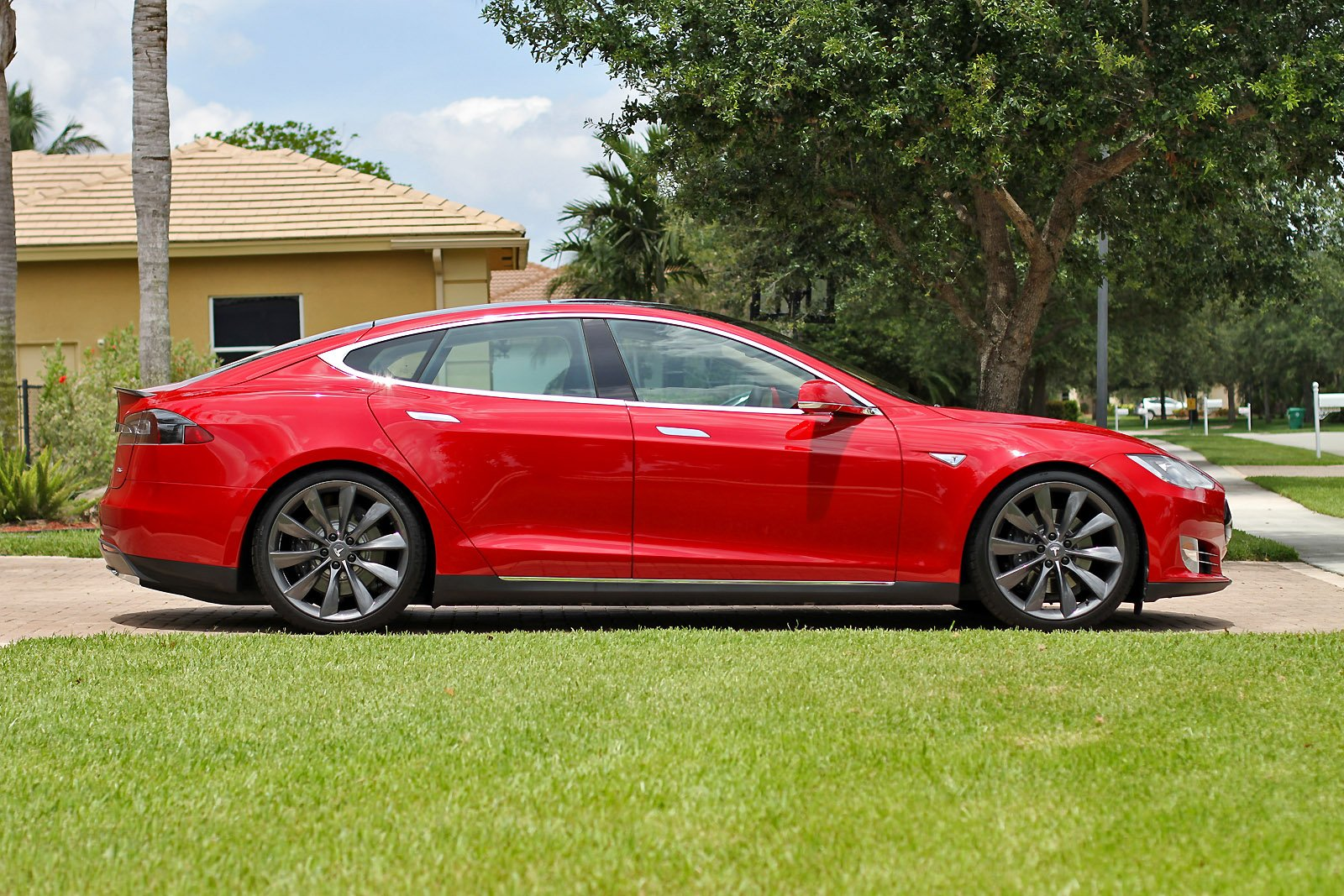 2013-tesla-model-s-p85-multi-coat-red-003.jpg