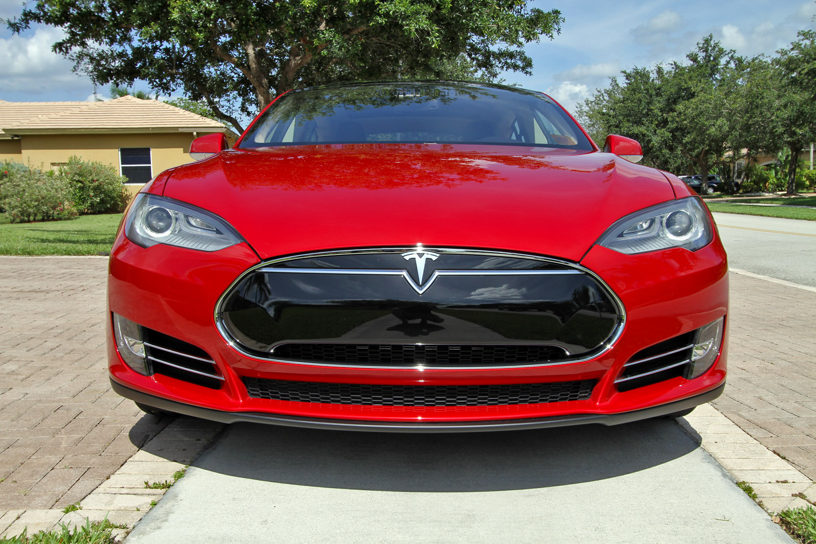 2013-tesla-model-s-p85-multi-coat-red-004.jpg