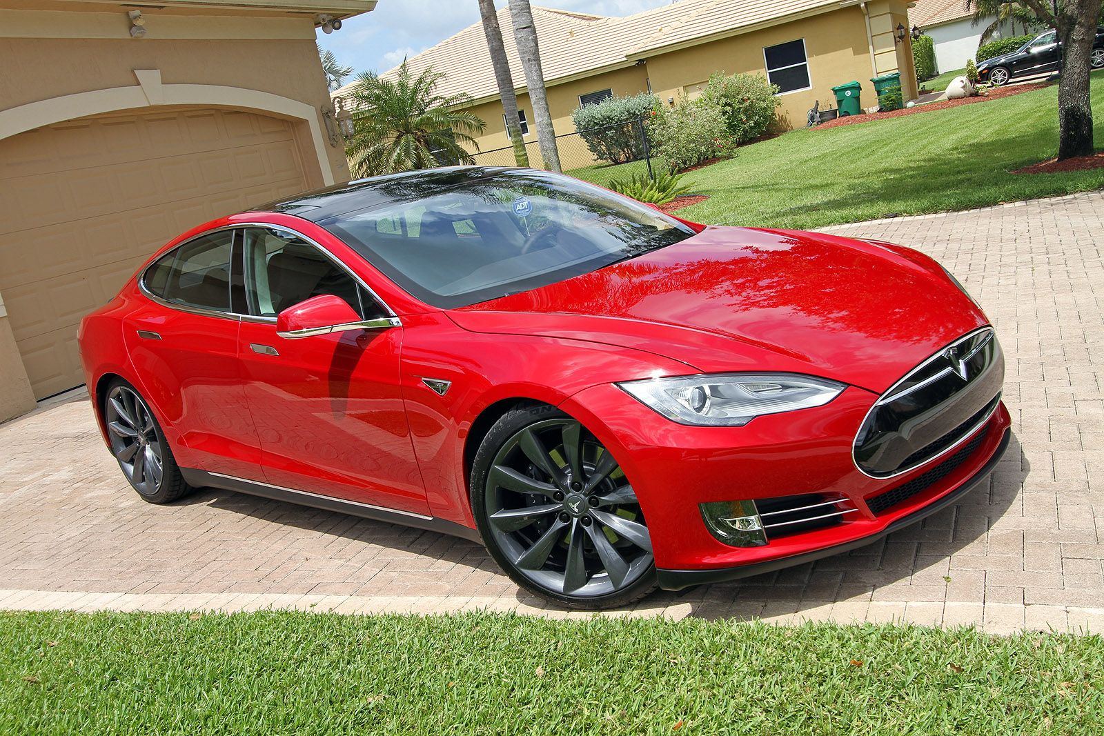 2013-tesla-model-s-p85-multi-coat-red-007.jpg