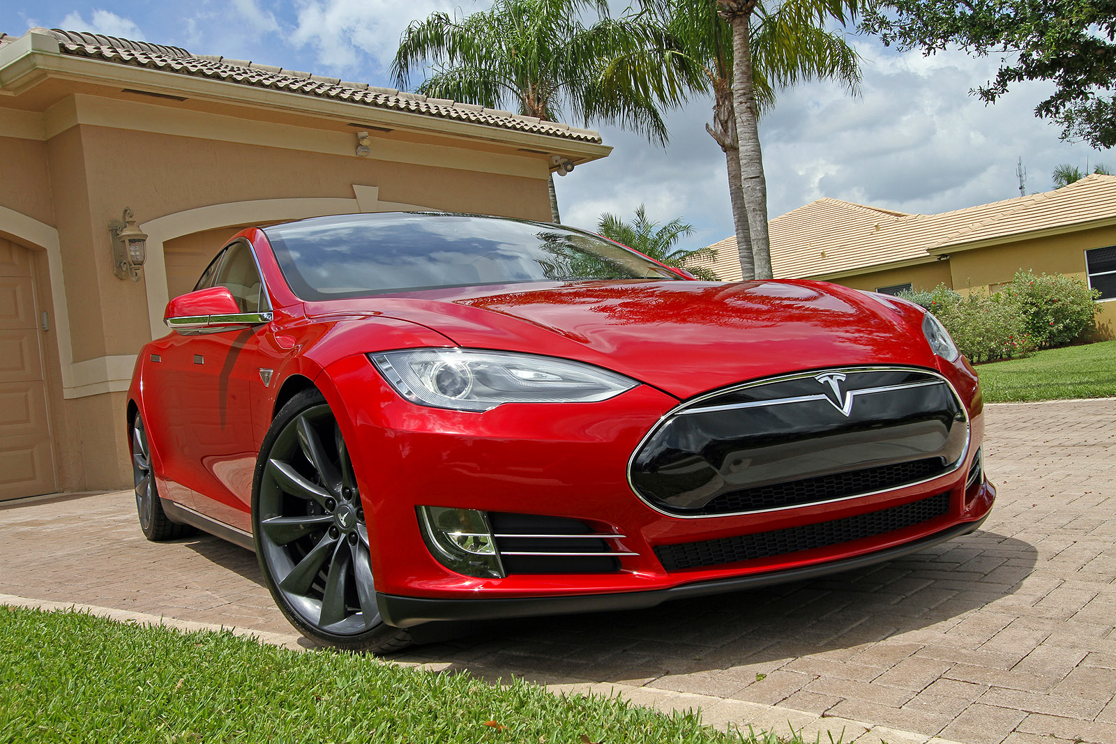 2013-tesla-model-s-p85-multi-coat-red-008.jpg