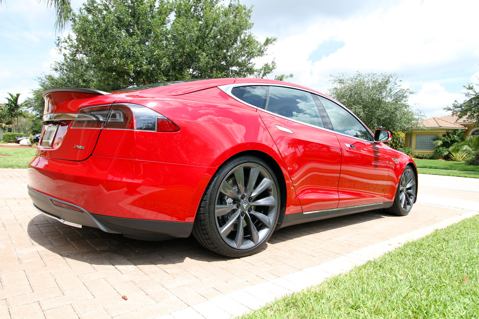 2013-tesla-model-s-p85-multi-coat-red-009.jpg