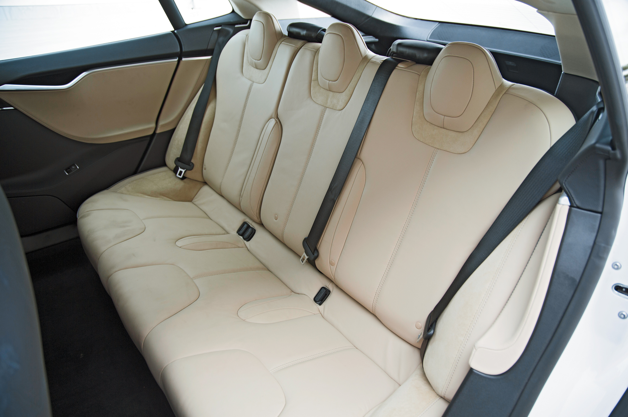 2013-tesla-model-s-rear-interior-seats.jpg