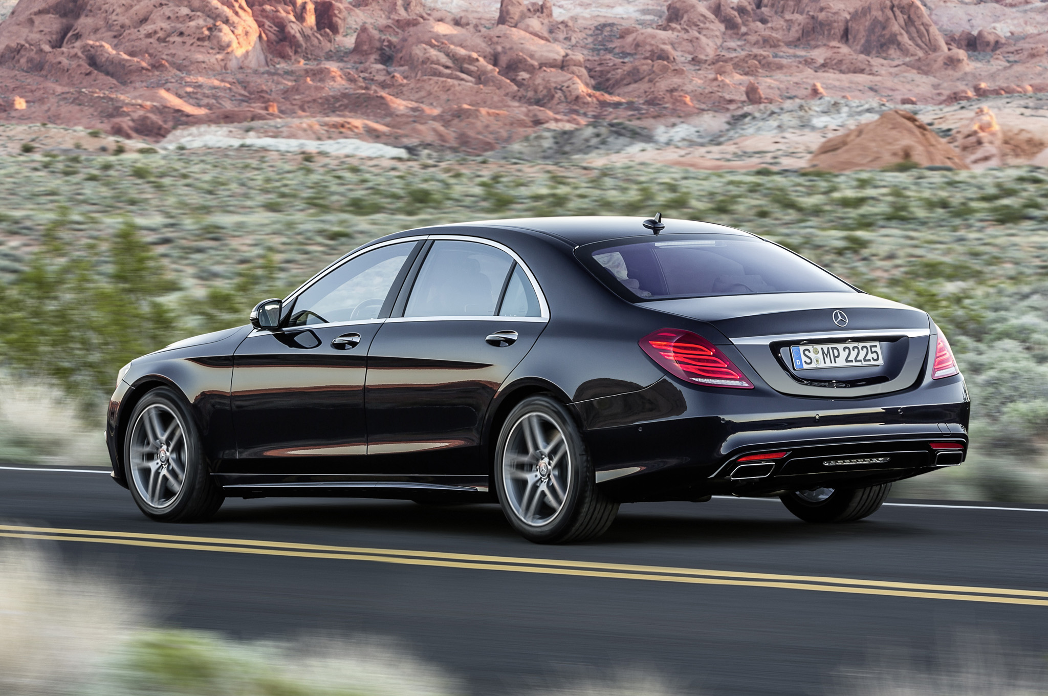 2014-mercedes-s550-rear-three-quarters.jpg