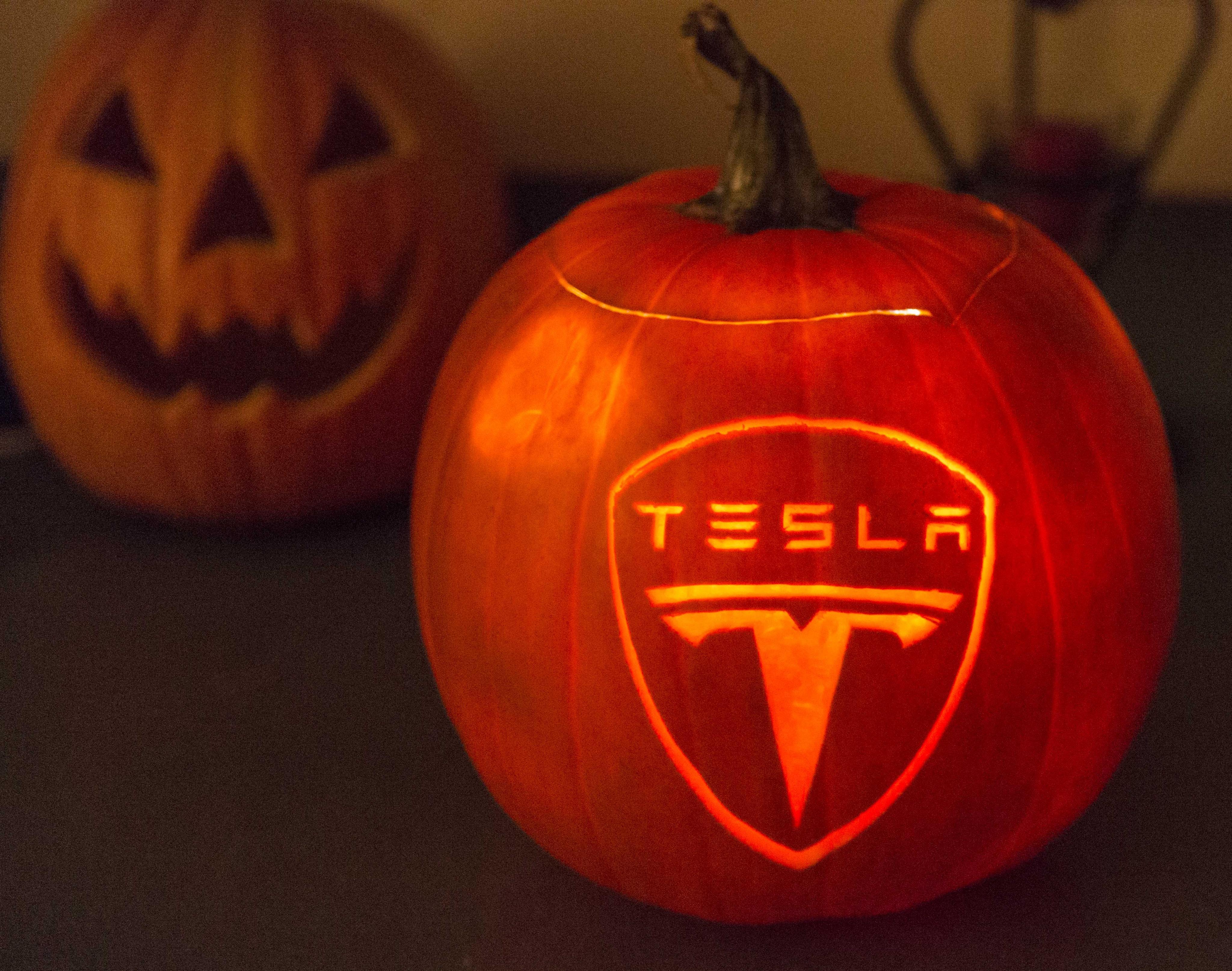 2014_Tesla_Halloween_Pumpkin_2T0A8779_xsm.jpg