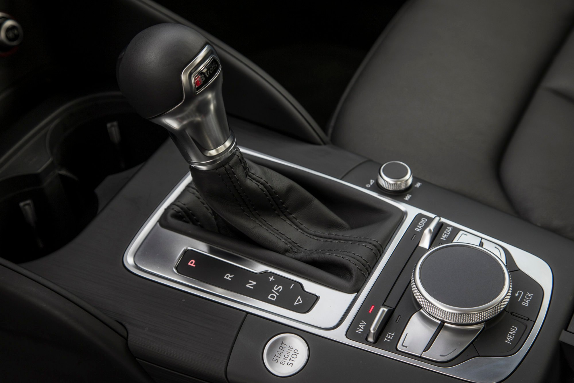 2015-Audi-A3-18T-center-console-gear-knob.jpg