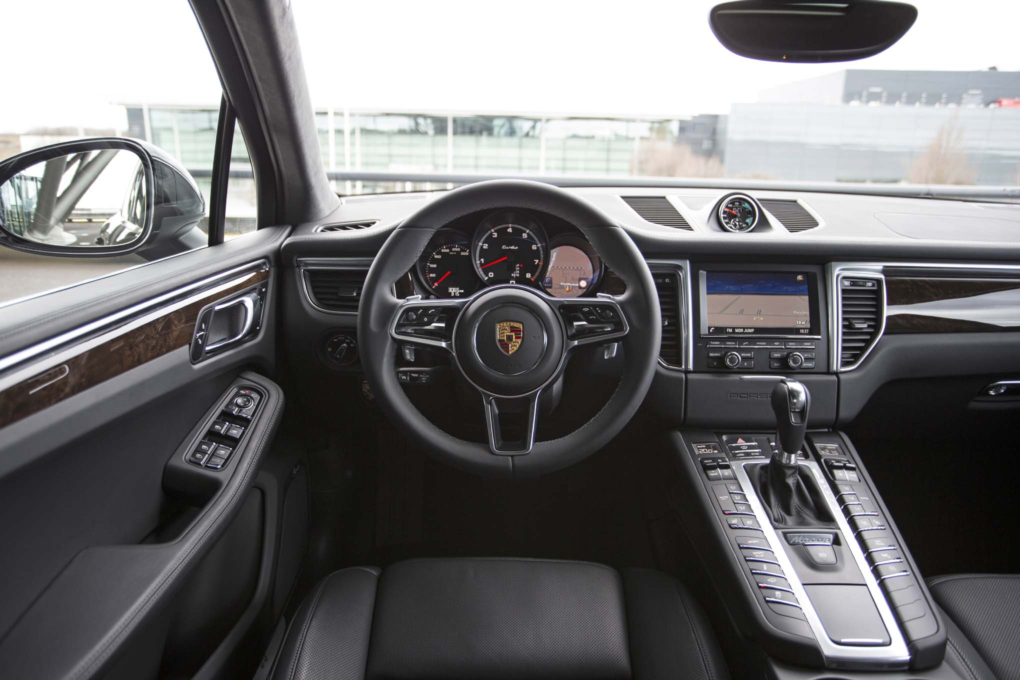 2015-porsche-macan-turbo-interior.jpg