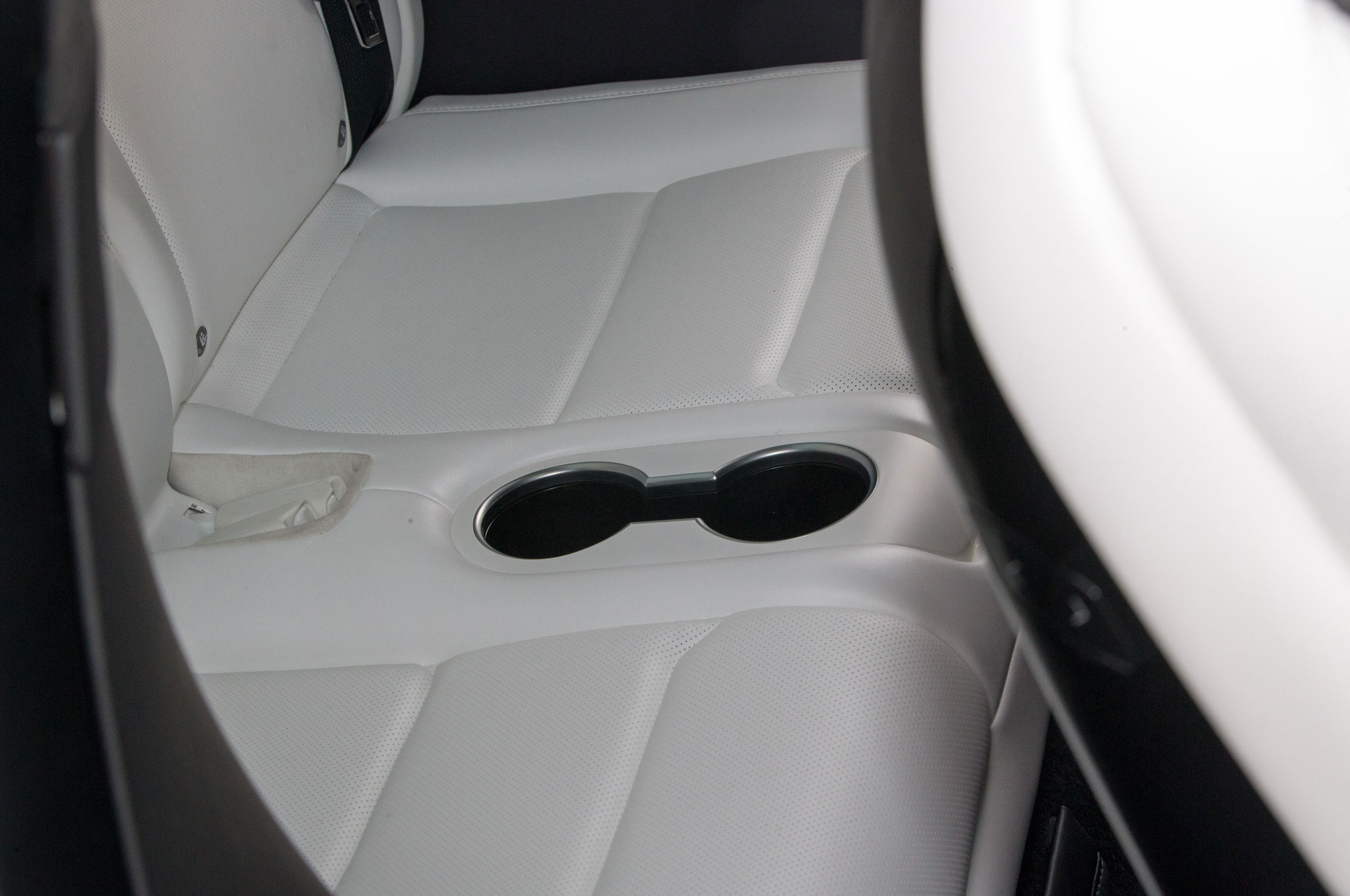2016-tesla-model-x-interior-cupholders-in-seats.jpg