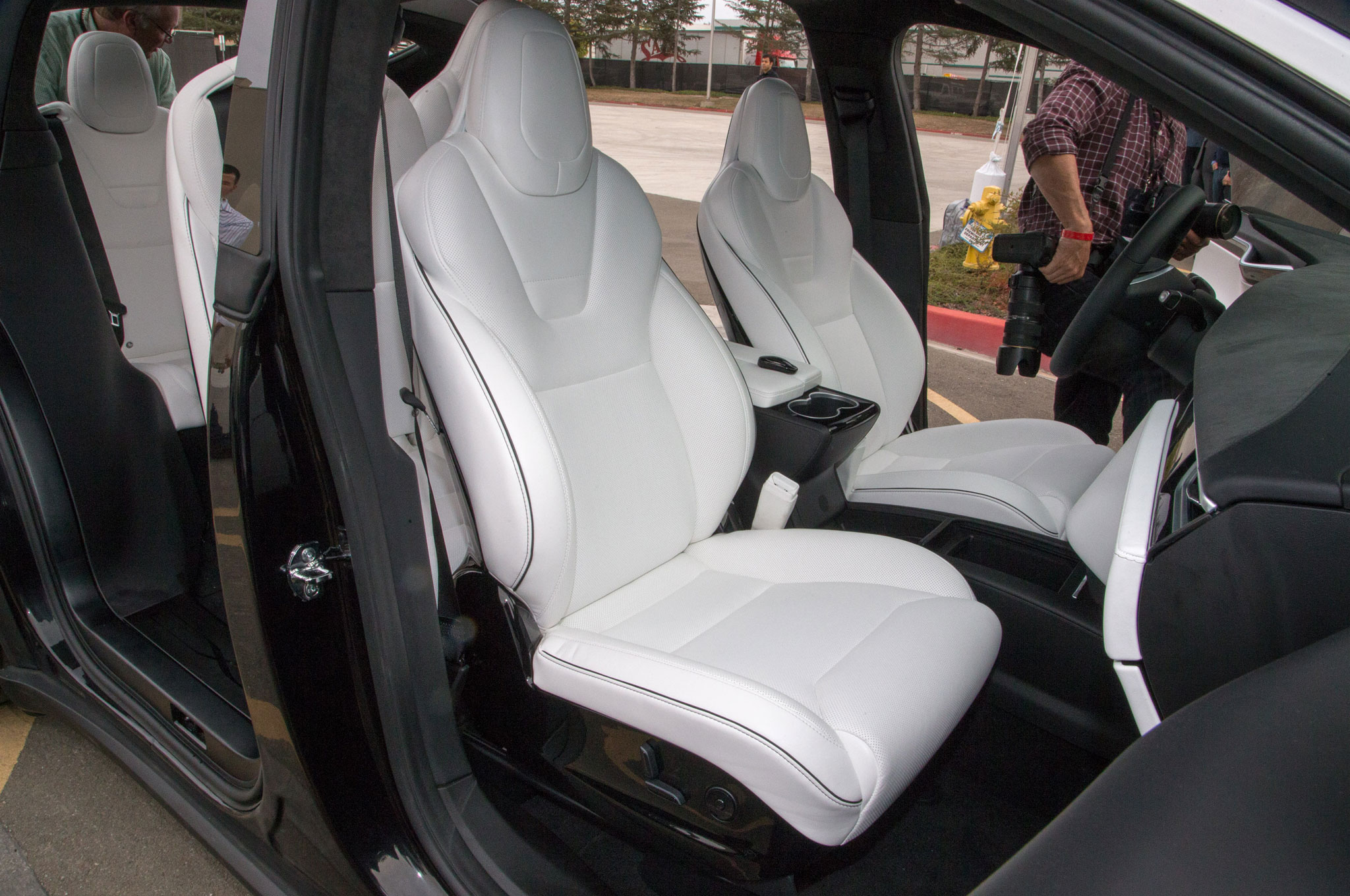 2016-Tesla-Model-X-interior-seats.jpg