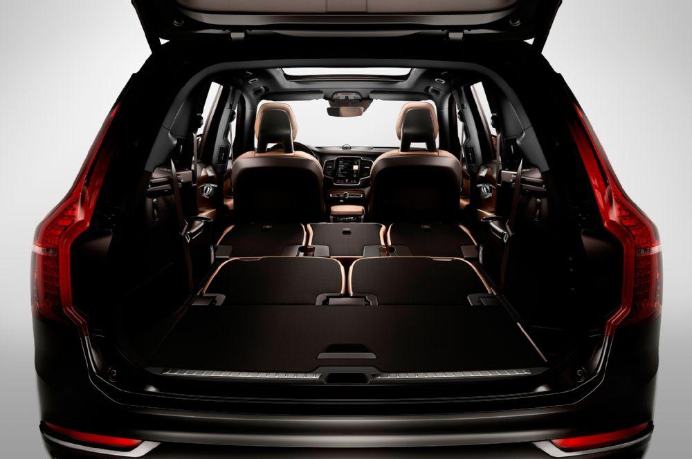2016-volvo-xc90-cargo-seats-folded.jpg
