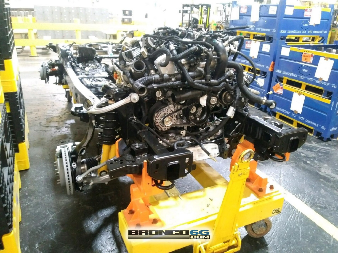 2021-ford-bronco-shows-engine-octopus-in-factory-close-ups-of-chassis-goodies-154172_1.jpg