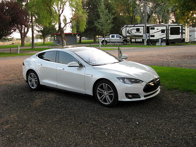6057_Charging at RV Park_CLSTuSs.jpg