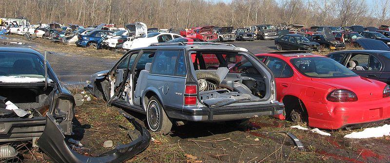 800px-Auto_scrapyard_2.jpg