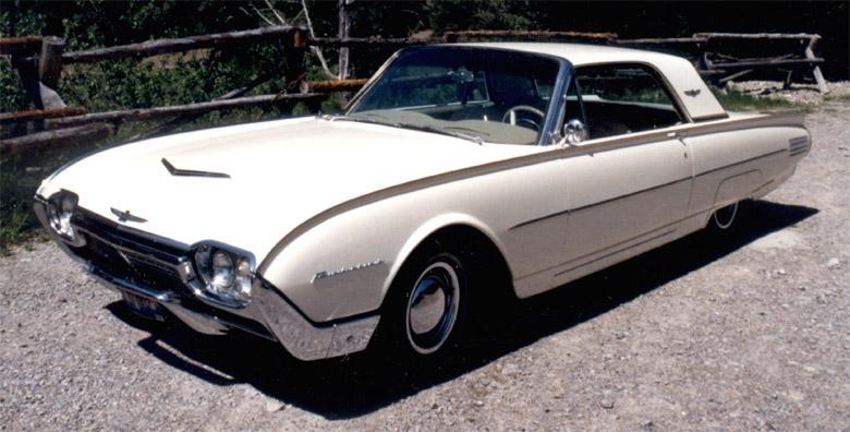 a_1961_Ford_Thunderbird_2.jpg