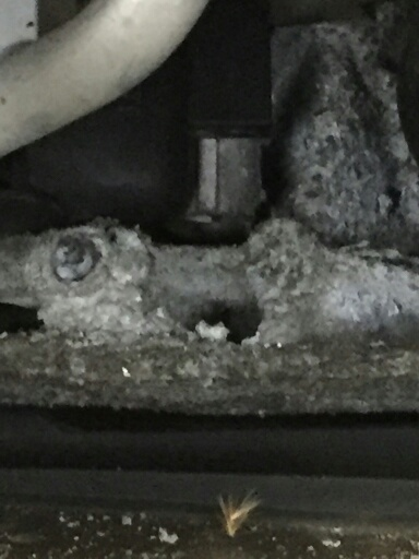 Aluminum front tie bar badly corroded.jpg