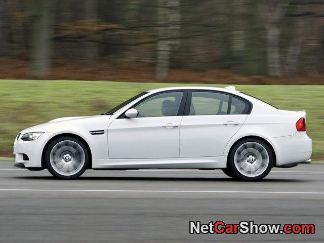 BMW-M3_Saloon_UK_Version_2009_photo_06.jpg