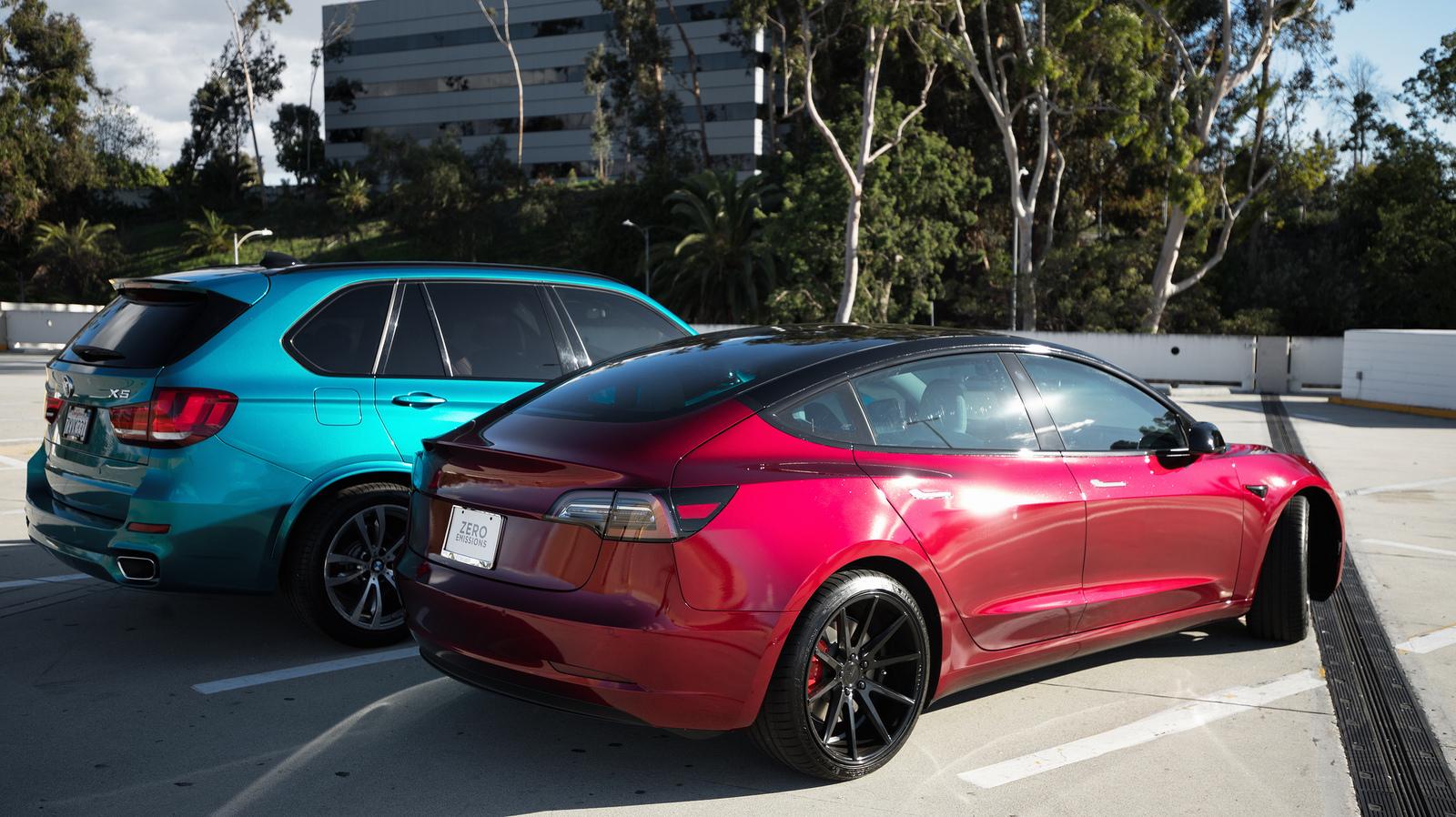 BMW-TeslaModel3.jpg