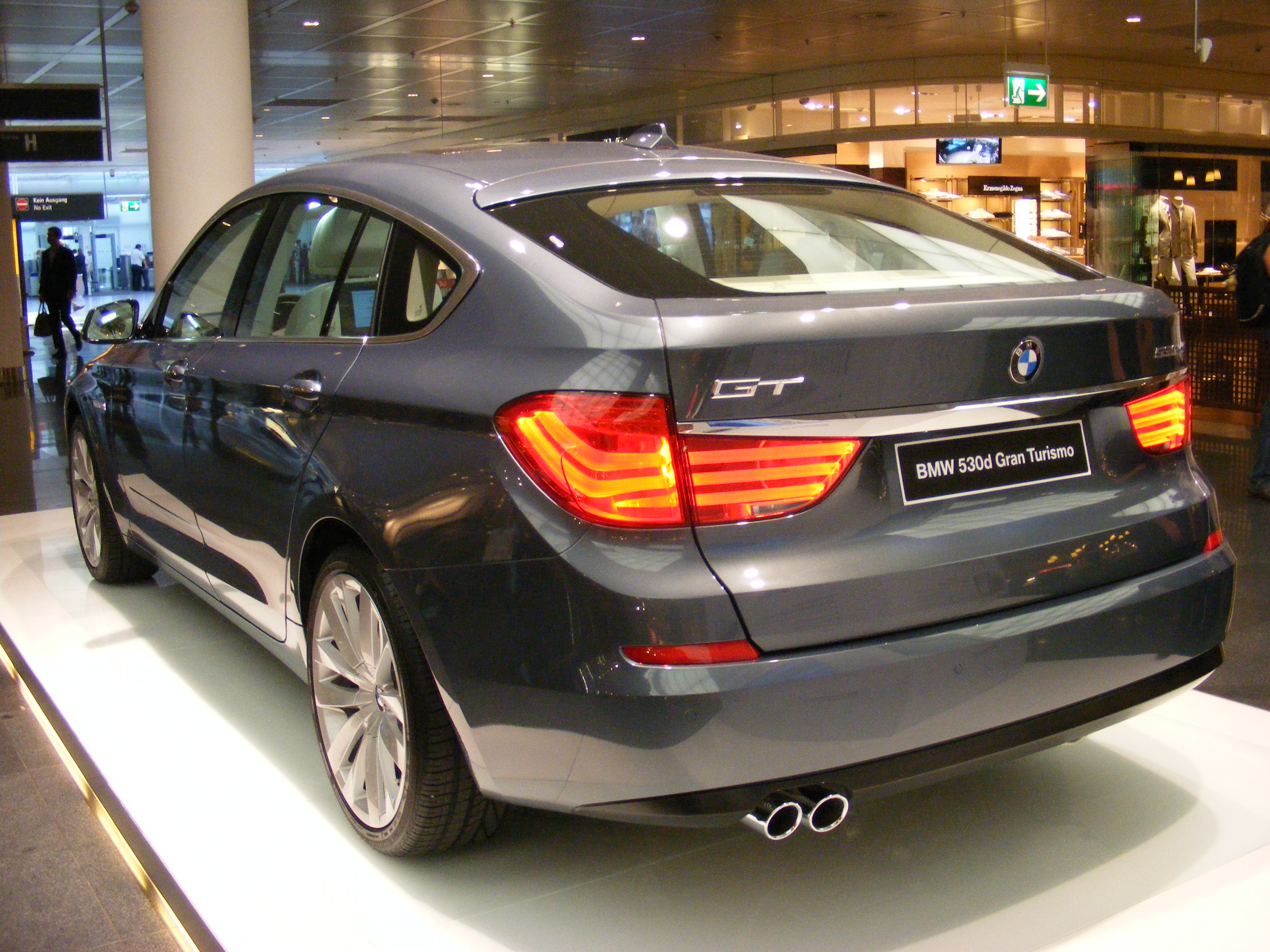 BMW_530d_Gran_Turismo_(2009)_-_rear.jpg