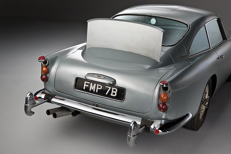 bond-aston-martin-back.jpg