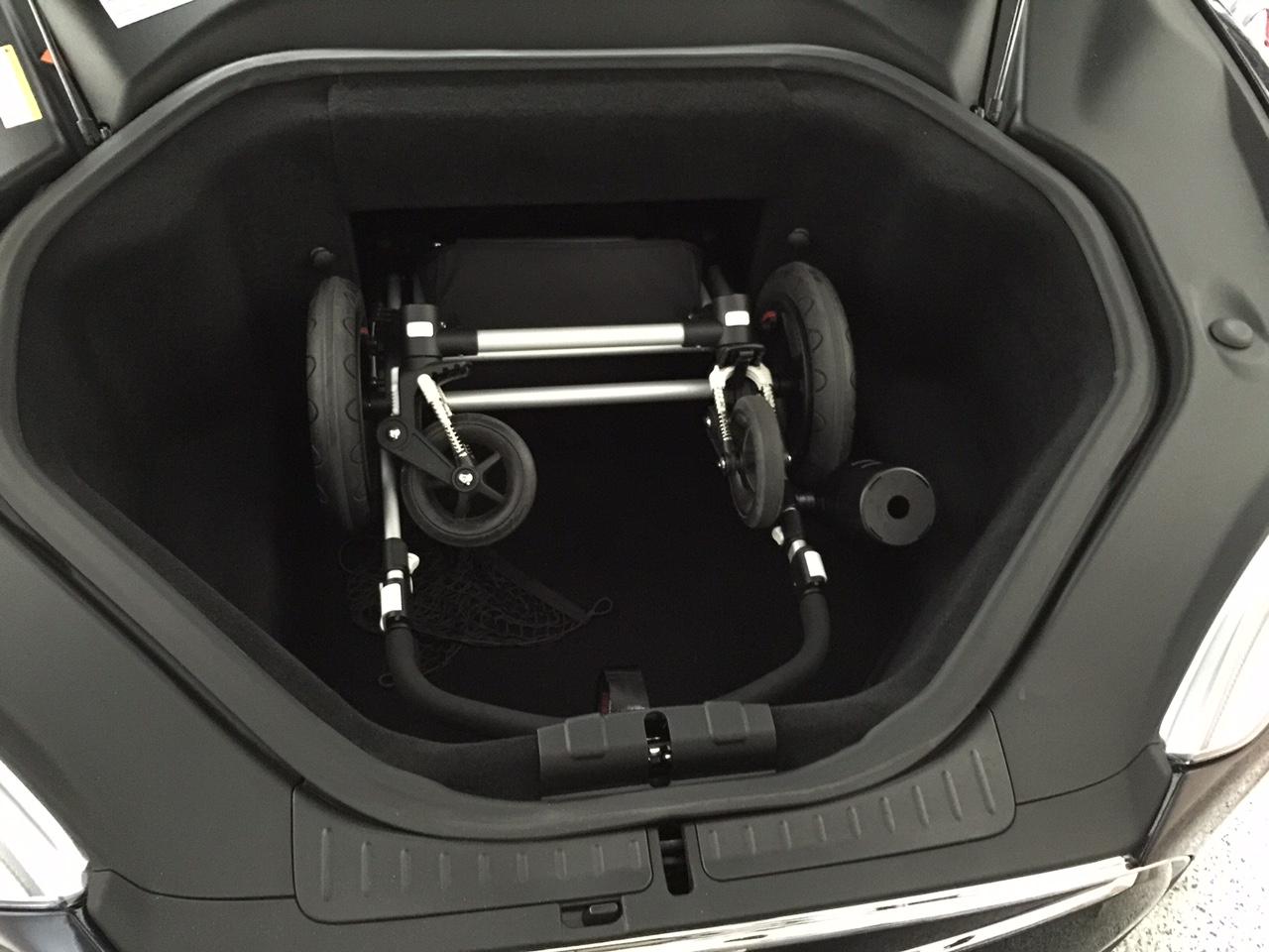 Bugaboo Cameleon in Tesla.jpg