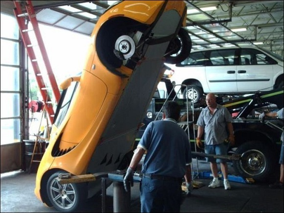 car-photo-2008-lotus-elise-falls-off-mechanic-shop-lift-fail.jpg