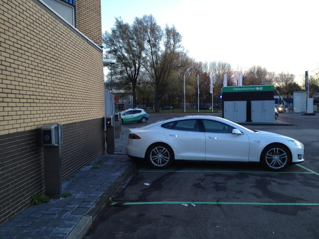 charging-zuidpark-amsterdam-1.jpg