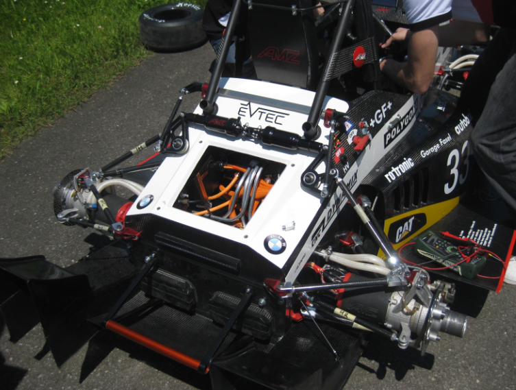 chassis-with-open-battery-compartement.png