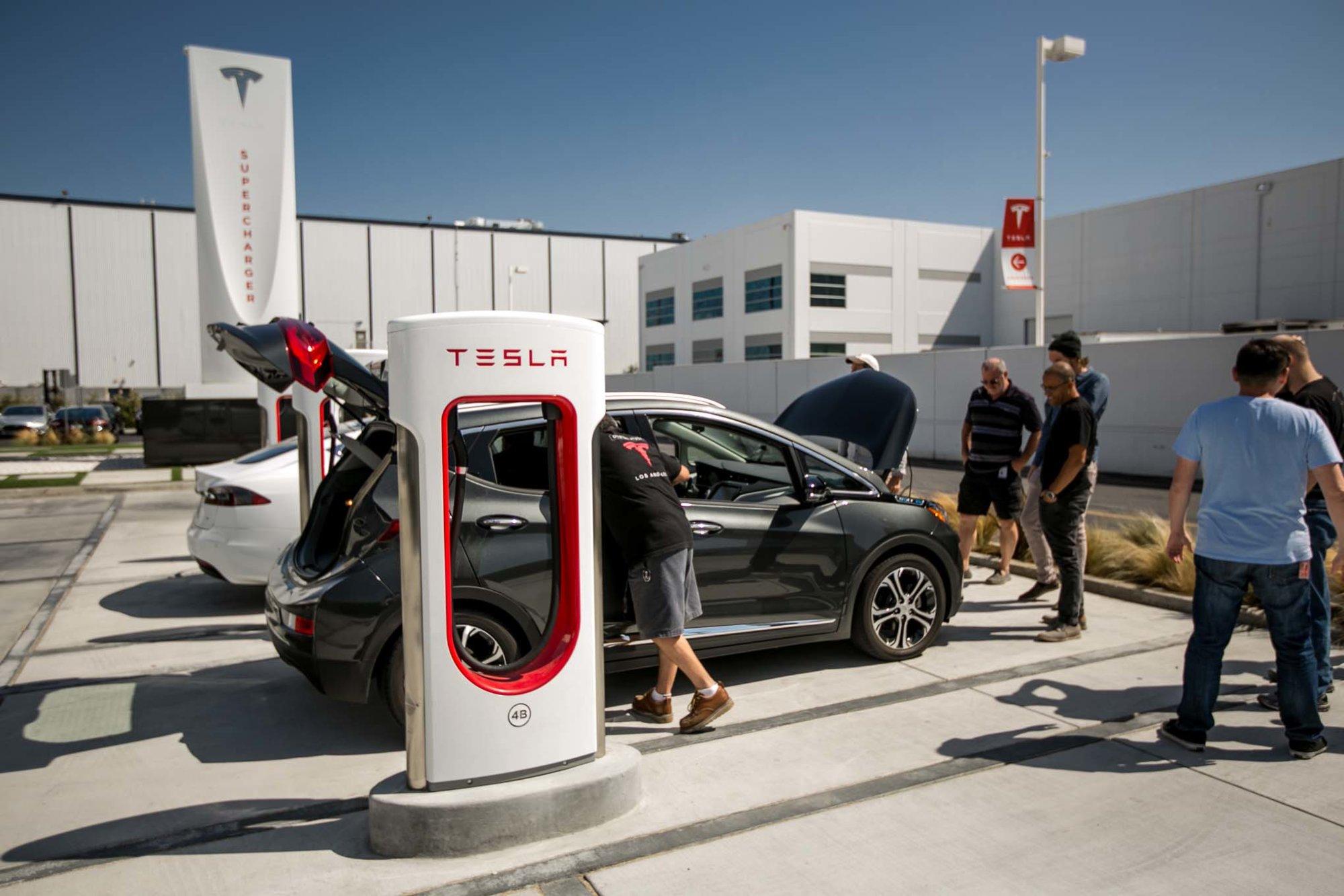 Chevrolet-Bolt-at-Space-X-Tesla-Design-Studio-09.jpg