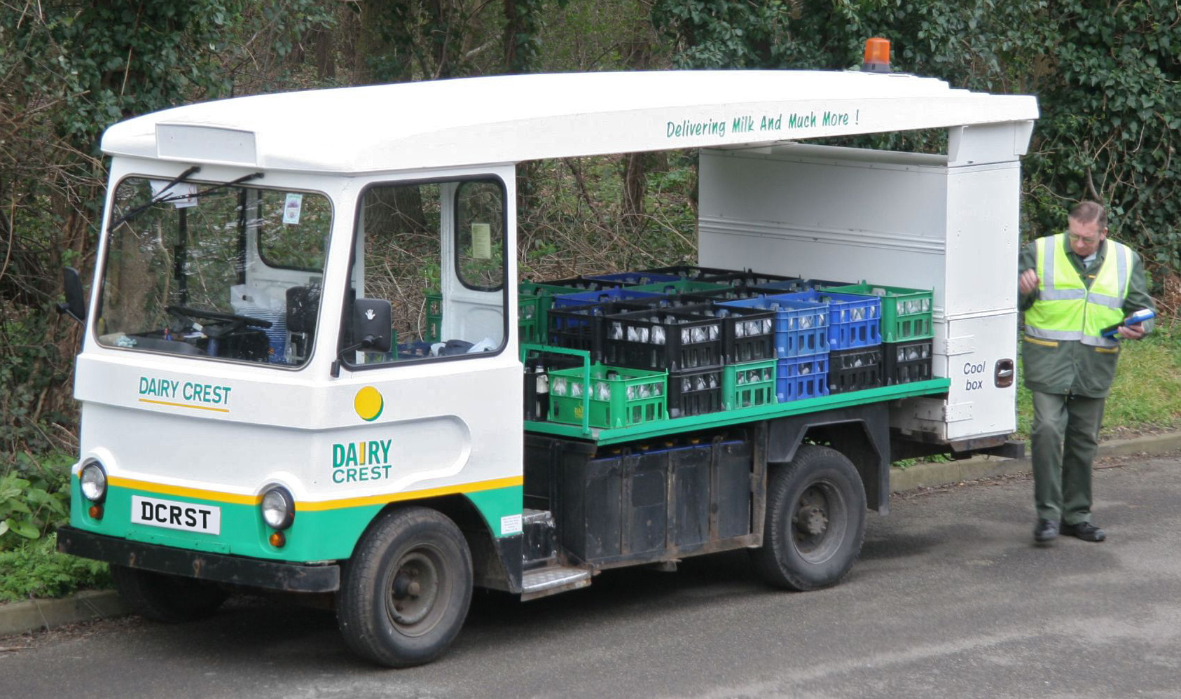Dairy_Crest_milk_float_(modified).jpg