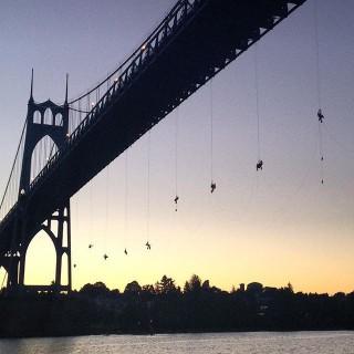 Dangling-Activists-Keeping-Shell-Icebreaker-in-Portland-320x320.jpg