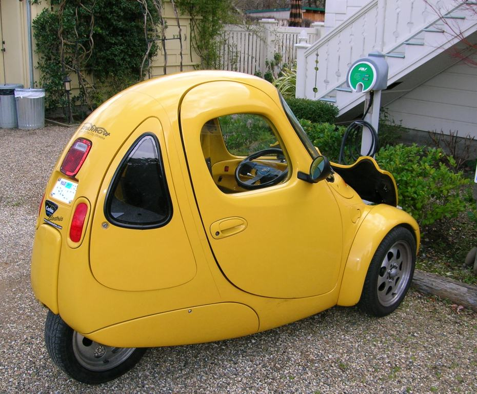 Electric Yellow 3 wheeler back.jpg