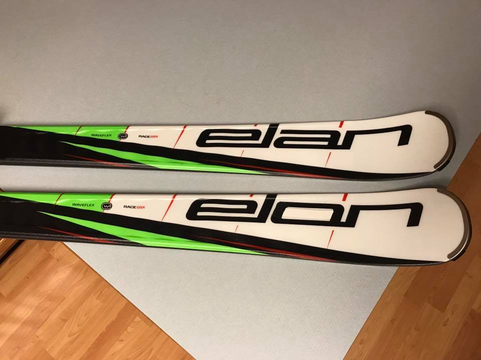 elon skis 2.jpg