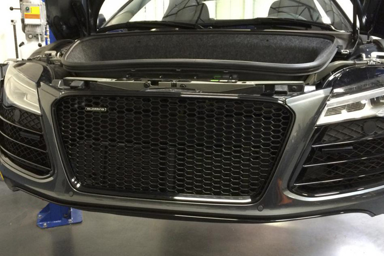 first-facelift-r8-rs-grille-install-dec-2013.jpg