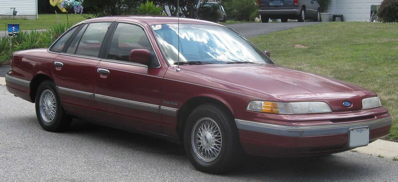 Ford_Crown_Victoria_LX.jpg