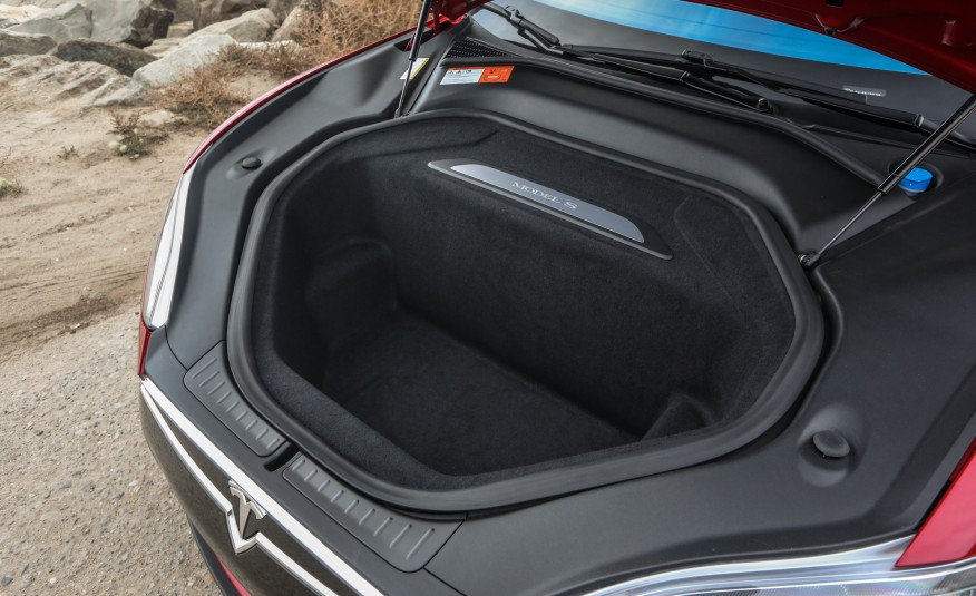 Frunk Plaque Door Sill in 2015-Tesla-Model-S-P85D-128-876x535.jpg