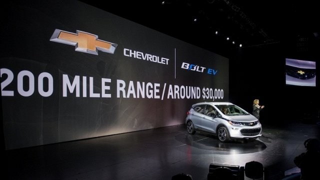 gm-shows-off-2017-chevy-bolt-ev-with-200-mile-rang_2xba.640.jpg