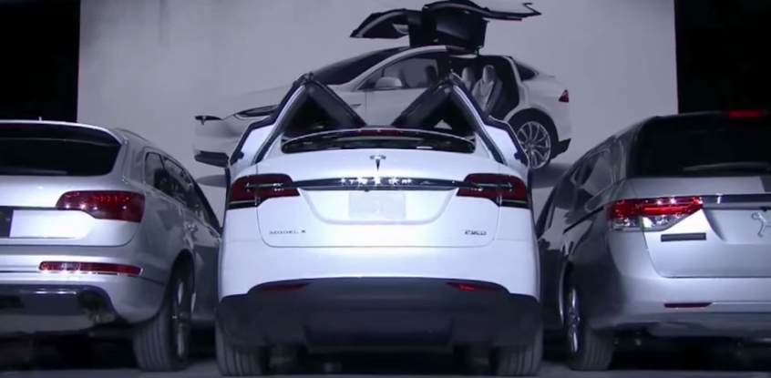 How Tesla Model X falcon wing door works    YouTube.png