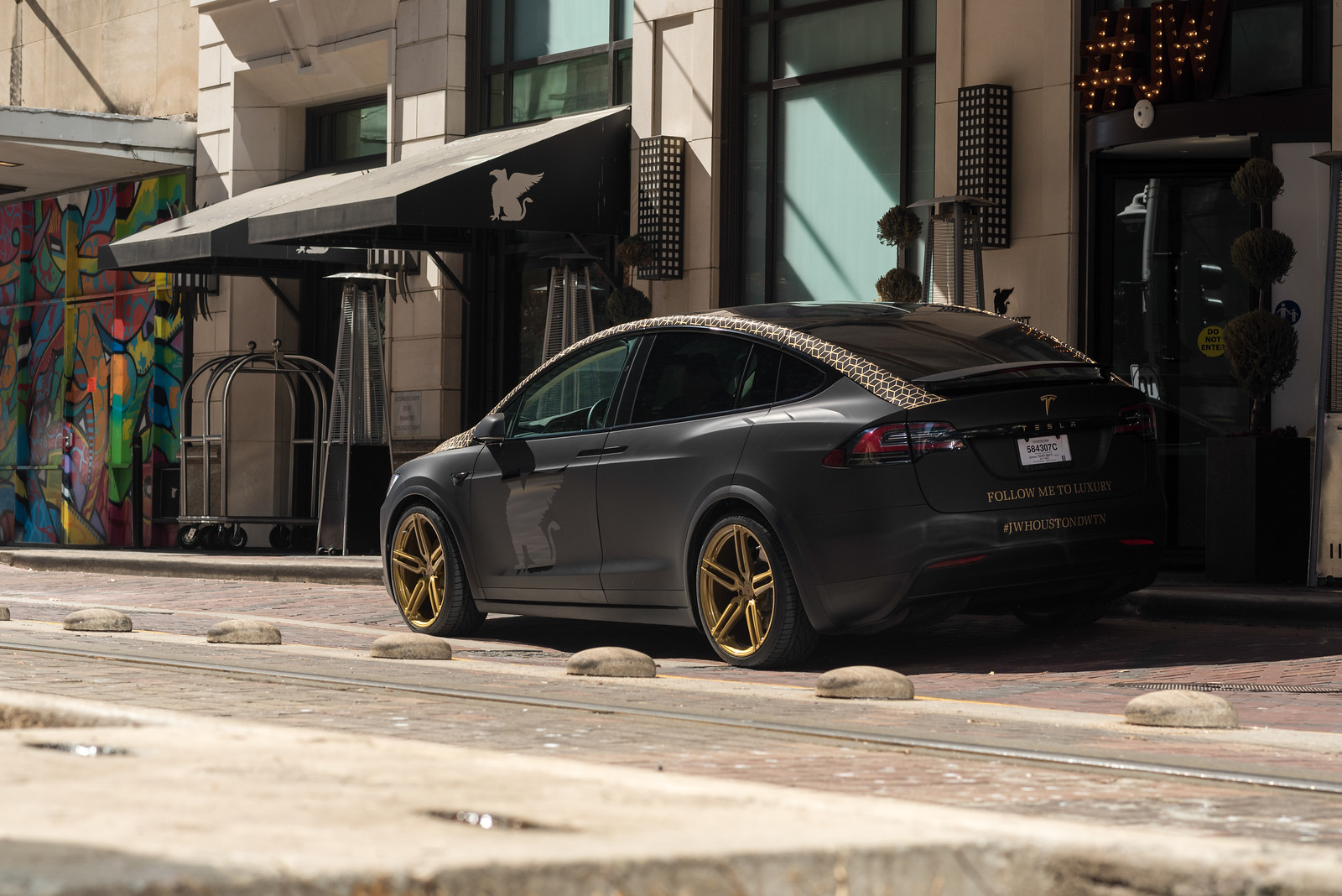 JW Marriot Houston Downtown Tesla Model X-17-X3.jpg
